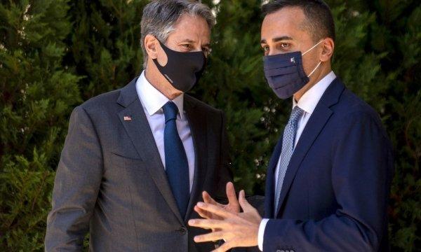Mentre il segretario di stato Usa Blinken...