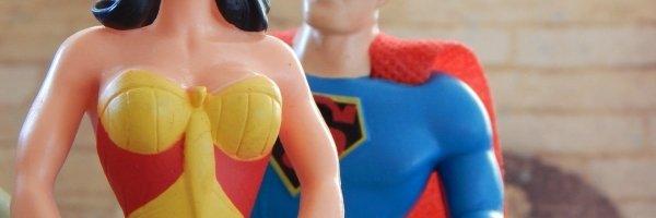 Anche i supereroi si piegano al politicamente corretto