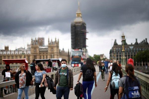 Covid, il dato del Regno Unito spaventa il mondo: nei vaccinati il tasso di letalità è più alto che nei non vaccinati