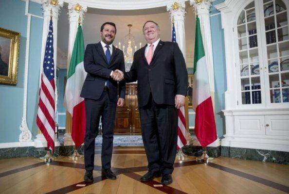 L'inchino di Matteo nelle mani di Trump e la sconfessione dell'Eurasia sovranista