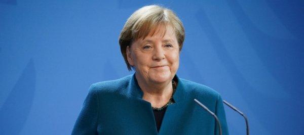 La Merkel gela gli europeisti: «L'Europa federale non si farà mai»