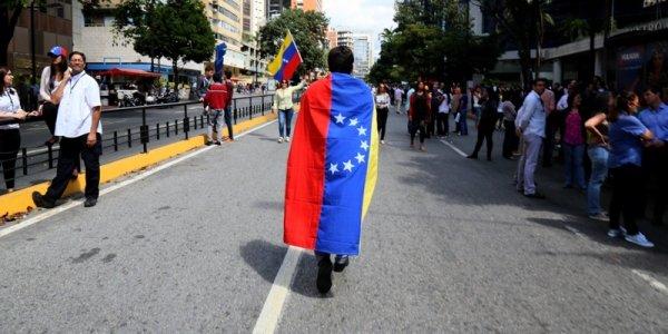 """""""Disonestà morale"""": il Parlamento europeo dà lezioni sullo stato di diritto, ma distrugge la legalità in Venezuela"""