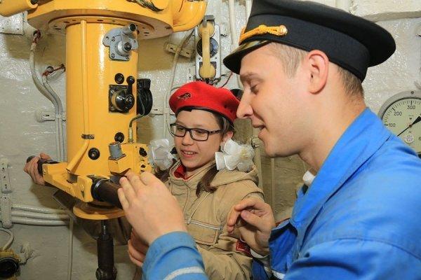 Elogio dei 300mila adolescenti russi che adoperano il loro tempo libero così
