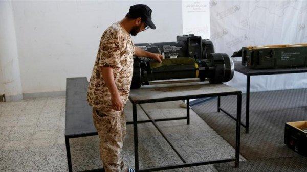 Macron, i missili e la Libia: come 'restare umani' per le telecamere facendo pure ottimi affari