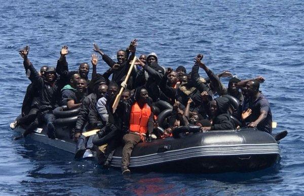 """La tratta dei """"nuovi schiavi"""" nel Mediterraneo prosegue e causa nuove vittime (ma non fa notizie)"""