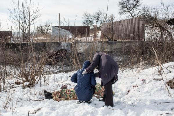 """Kiev all'attacco in Donbass. Complici, McCain e i """"fake media"""""""
