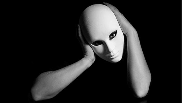 Nota su identità personale e processi sociali