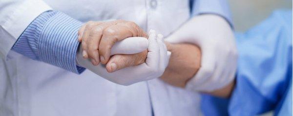 Terapie anti-Covid disponibili a ottobre: una coincidenza la stretta sul lasciapassare?