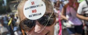 Vaccini: dopo lo schiaffo di Pesaro, il governo impone la fiducia e si rifiuta di mediare
