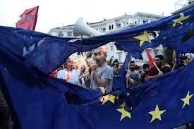 L'UE si sta suicidando? Non può, era già morta: la crisi le permette di vedere il proprio cadavere