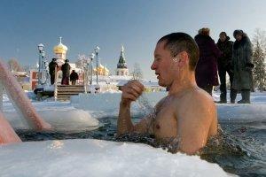 Vladimir Putin toglie le restrizioni Covid, con il ritorno alla normalità in Russia
