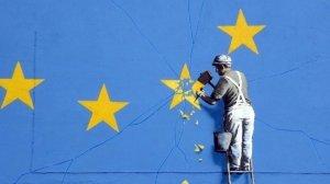 L'Unione Europea con le spalle al muro presa nella morsa della lotta tra Stati Uniti e Russia