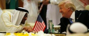 Manchester, Trump e il suo (inquietante) viaggio per vendere armi e bugie