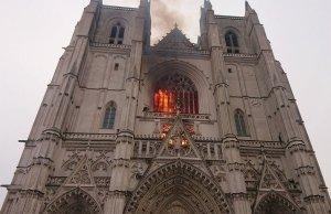 Grazie a Dio hanno incendiato un'altra cattedrale