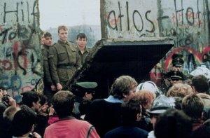 """""""Berlino 1989? L'Europa è divisa in due e l'Est rifiuta il liberismo"""""""