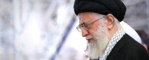 Sovranisti, ma servi degli americani: Trump ci chiede di schierarci contro l'Iran, noi obbediamo (anche se ci perdiamo)