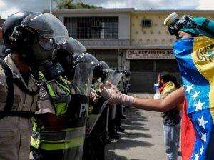 Maduro o Guaidó? Chi ha ragione? Di chi è la colpa, qui?