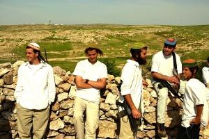 Un pogrom scuote un villaggio palestinese strangolato da insediamenti israeliani