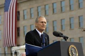 Donald Rumsfeld, massacratore dell'Iraq. Un criminale di guerra